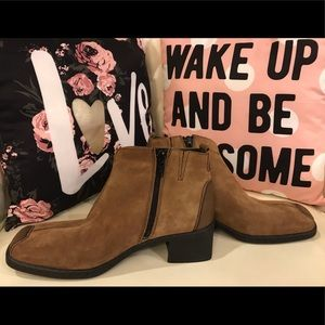 NWOT Joseph Siebel Brown Ankle Boots